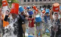 冰桶挑战:公益活动变成互联网巨头的公关秀?