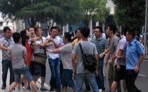 中国联通数人围殴移动女员工 事发校园促销