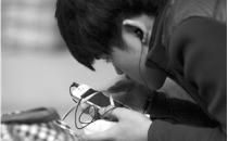 """人人都有屏社交依赖症:手机成为新""""器官"""""""