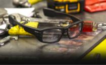 XOEye眼镜:蓝领工人的Google Glass