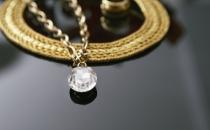 黄金消费入淡季,养肥10亿珠宝贷