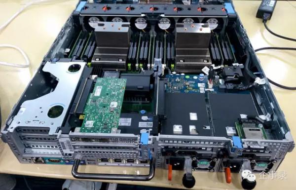2u机架式服务器后下方的2个750w电源模块