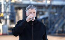 """比尔盖茨喝""""粪便水""""赞其好喝!"""