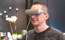 LG挤上虚拟现实末班车 发布小巧头盔可连手机