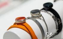 外观就是时尚首饰 三星Charm智能腕带