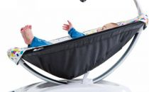 智能电动婴儿摇篮推出 有温柔档也有狂欢档