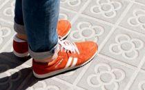 扔了你的导航吧 这是一款能指示方向的鞋子
