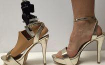 感动 全新假肢技术让女性截肢者穿上高跟鞋