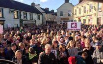 爱尔兰2000多人游行 支持苹果建数据中心