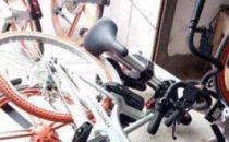 上海多辆摩拜单车疑遭高空抛下 运营方已报警