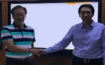 吴恩达和郭台铭握手合作,下一步是用 AI 淘汰富士康工人?
