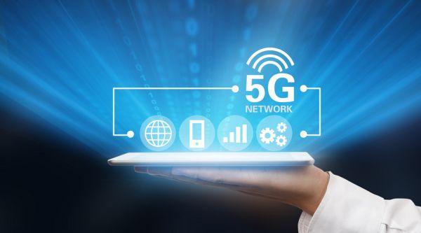 1月18日消息,作为未来人工智能以及物联网的核心技术,5G离正式商用的日期越来越近,三大运营商纷纷表示2020年前后将会正式商用。中国移动研究院副院长黄宇红日前对外表示,中移动会联合7家联合单位,在5大城市,建设500站规模,形成26类5G业务场景。 对于移动当前的5G规划,黄宇红称,在2018年Q1要积极参与5G技术研发第三阶段测试,进行规模试验网建设;在2018年Q3,在R15标准冻结之时,在5大城市牵头5G规模试验,进行关键技术应用和商用性验证,开始业务示范网建设;在2019年Q1开始在12个城市