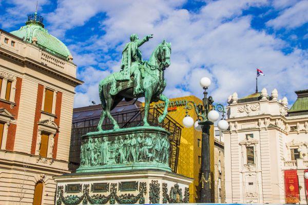 摄图网_501609768_banner_塞尔维亚贝尔格莱德共和国广场(企业商用)