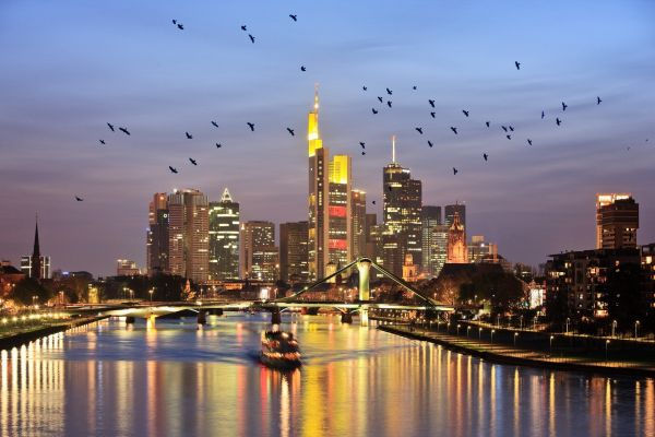 摄图网_德国美茵河畔法兰克福天际线(企业商用)