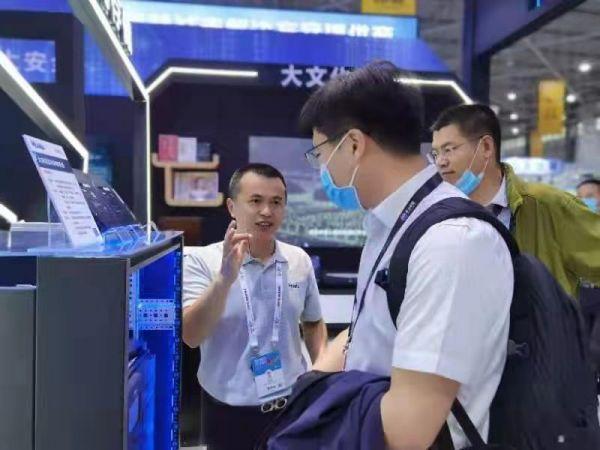 北京易华录子公司光存储研究院西南办事处主任廖寿章